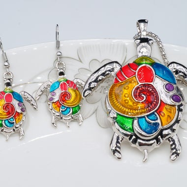 Classic Modernist Colorful Turtle Pendant Necklace And Earring Set