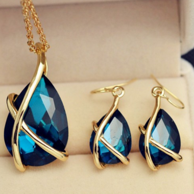 Modernist Genuine Pear Cut Tanzanite Pendant Necklace And Earring Set In 24K Yel