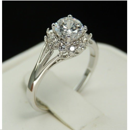 Brilliant Studded round cut ring (z01)