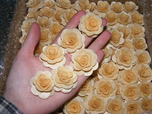 25 Pcs - Wood Roses ~*~*~ | Tophatter