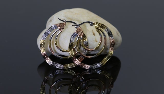 High qulity earrings for women. Very nice design with lots of details. Hand made. Never fade technology.