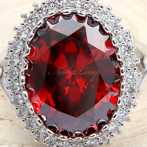 Captivating Oval-cut 3 ct Garnet & White Sapphire Sterling Silver 925 Ring