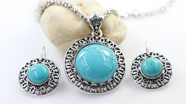2017 Turquoise Or Red Statement Necklace and Earrings Set!!!!