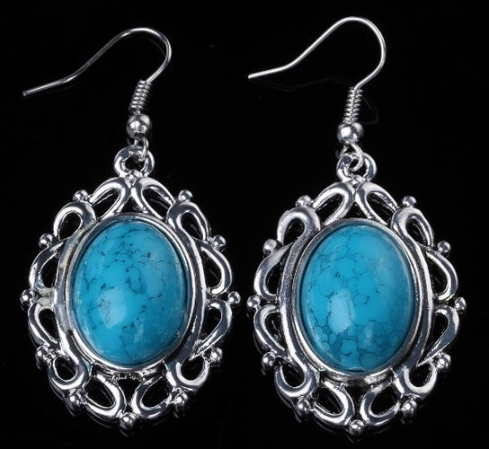 Gorgeouse sets of earrings available in many different stone colors. Silver plated. You will be happy with the size. Bid with confidence.