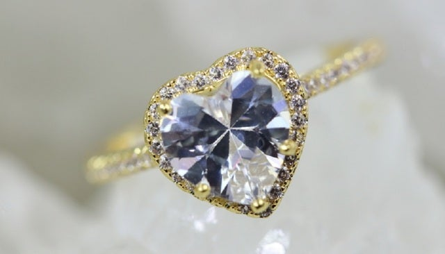 """2017 Romeo and Juliet edition from """"Alpha Jewelry"""" 2.5Ct 5AAAAA level Genuine Italian Luxury White Zircon. Inlay with 42 3AAA level Zircons to compliment the main stone. This ring offers three layers of 18K Yellow Gold/Platinum plating for a superior dura"""