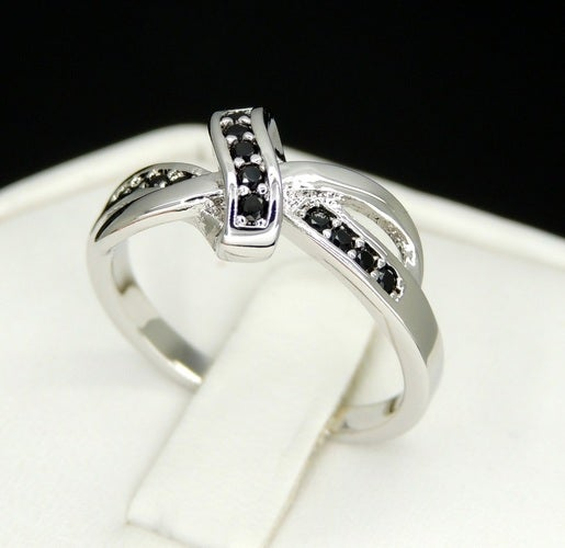 Brilliant knot infinity ring Blck Cz as shown