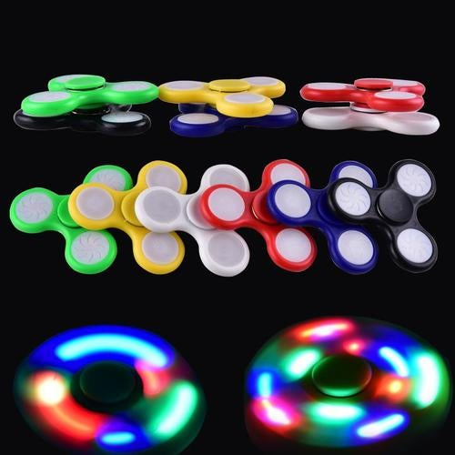 2017 LED Light Up Hand Spinners Fidget Spinner Top Quality Triangle Finger Spinning Top Colorful Decompression Fingers Tip Tops Toys (RANDOM COLOR)