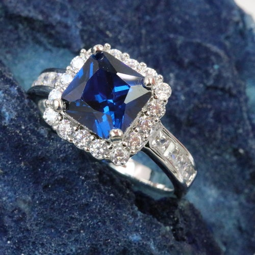New arrival 2017!!!!! limited 2.15Ct 5AAAAA level Genuine Italian Zircon. Inlay with 16 3AAA level White Zircon to compliment the main stone. Excellent cut of stones and three times of Platinum plating. Another art piece from Alpha Jewelry for you!!!