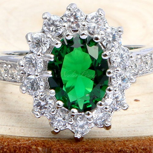 Gorgeous Emerald Sterling Silver 925 Ring